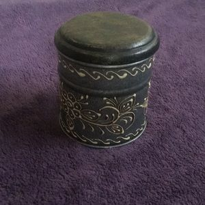 Himalayan Sugared Lemon Candle in hand paint tin